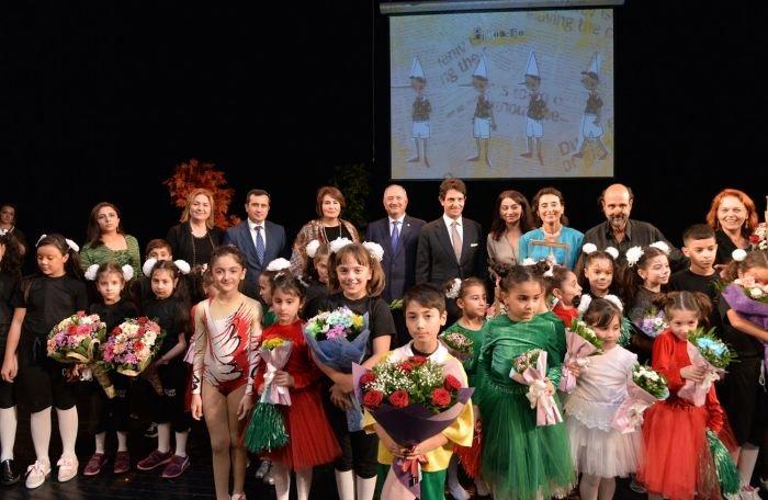 """Bakı məktəbliləri Rus Dram Teatrında """"Pinokkio""""nu oynadılar - FOTO, fotoşəkil-1"""