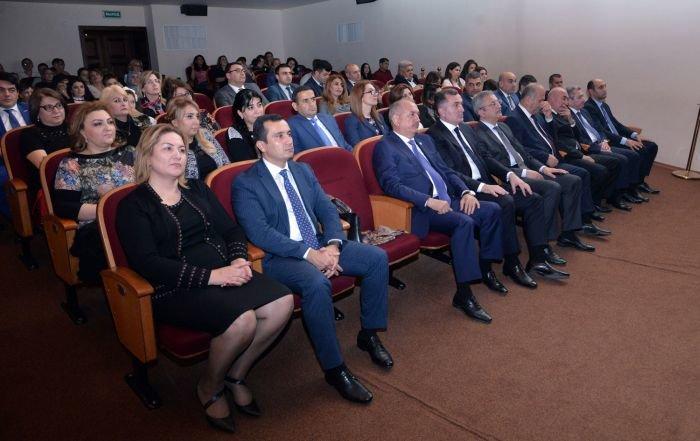 """Bakı məktəbliləri Rus Dram Teatrında """"Pinokkio""""nu oynadılar - FOTO, fotoşəkil-3"""