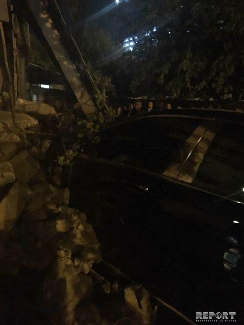 """""""Mercedes-Maybach"""" Bakının mərkəzində yaşayış evinə girdi - FOTO + VİDEO, fotoşəkil-3"""