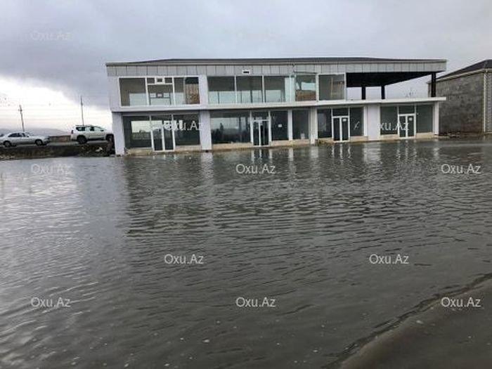 """""""Binə"""" ticarət mərkəzi su altında qaldı - FOTO, fotoşəkil-2"""