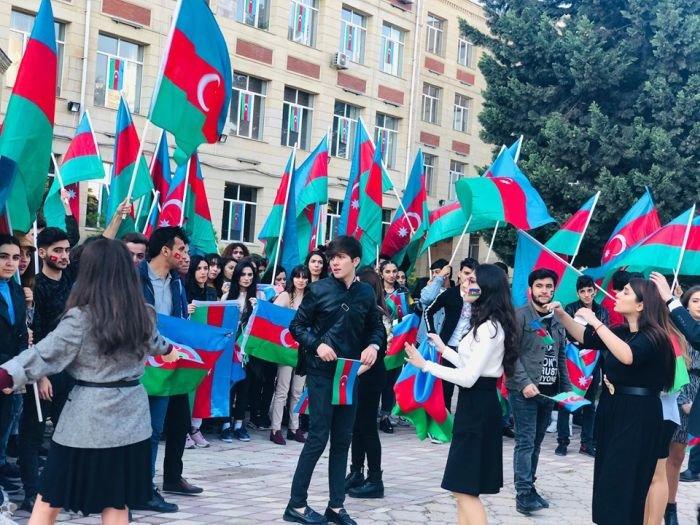 Bakıda tələbələrin möhtəşəm bayraq fleşmobu - FOTO, fotoşəkil-2