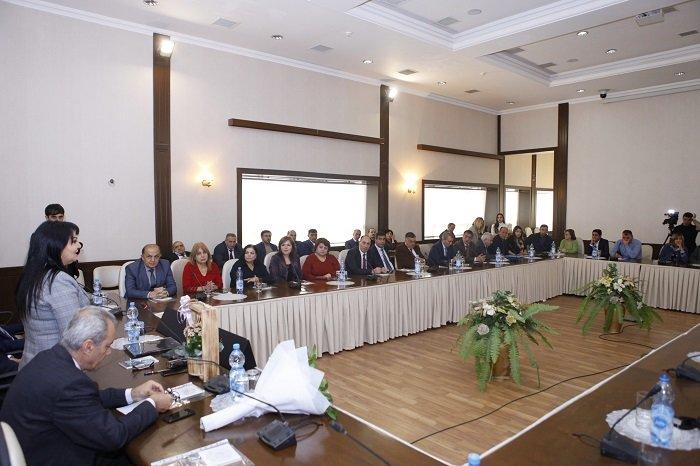 """Bakıda kitab təqdimatı: Nəsiminin 40 qəzəli """"YouTube""""a yüklənəcək - FOTO, fotoşəkil-2"""