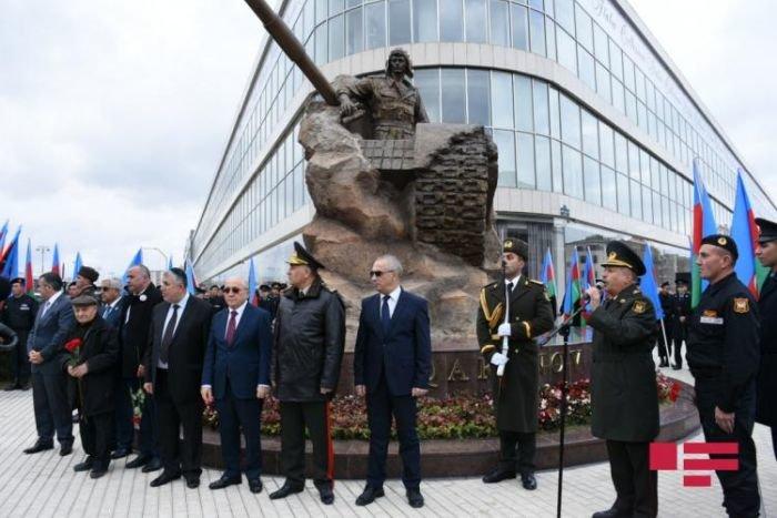 Bakıda Milli Qəhrəman Albert Aqarunovun abidəsi açıldı - FOTO, fotoşəkil-3
