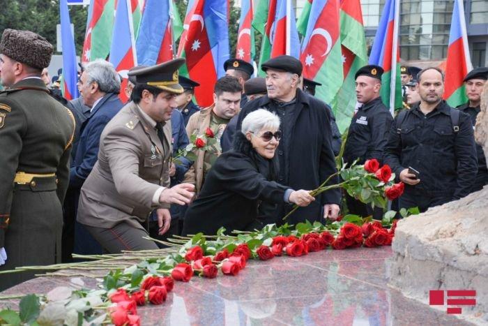 Bakıda Milli Qəhrəman Albert Aqarunovun abidəsi açıldı - FOTO, fotoşəkil-4