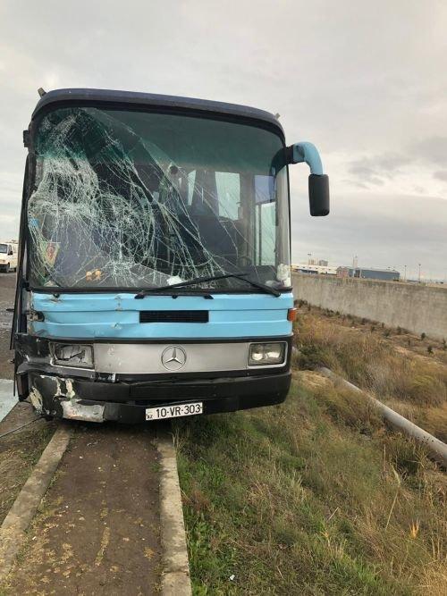 Bakıda iki avtobus toqquşub: yaralılar var - FOTO + YENİLƏNİB, fotoşəkil-1