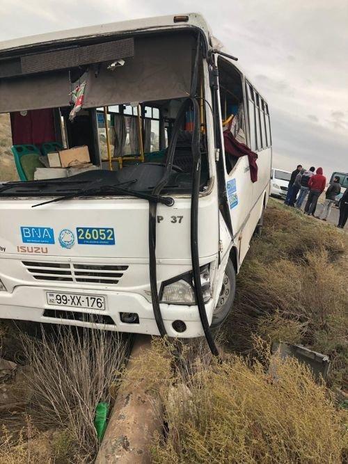 Bakıda iki avtobus toqquşub: yaralılar var - FOTO + YENİLƏNİB, fotoşəkil-2