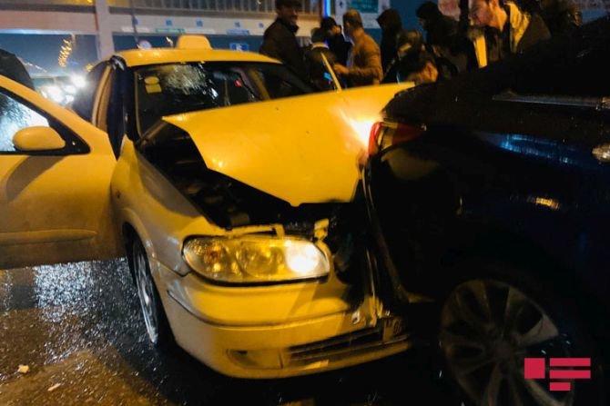 Bakıda 7 avtomobil bir-birinə dəydi: yaralılar var - FOTO + VİDEO, fotoşəkil-1