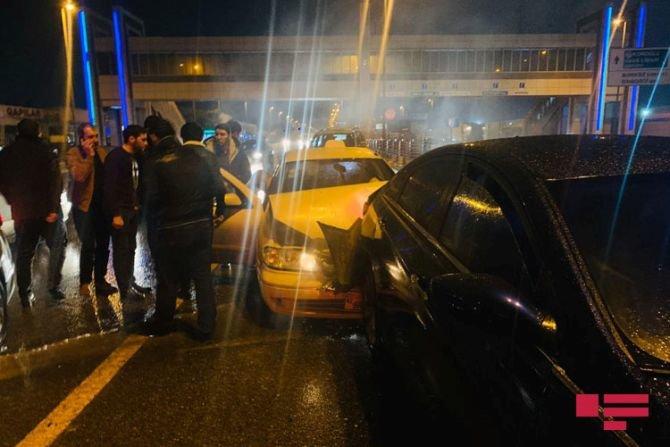 Bakıda 7 avtomobil bir-birinə dəydi: yaralılar var - FOTO + VİDEO, fotoşəkil-2
