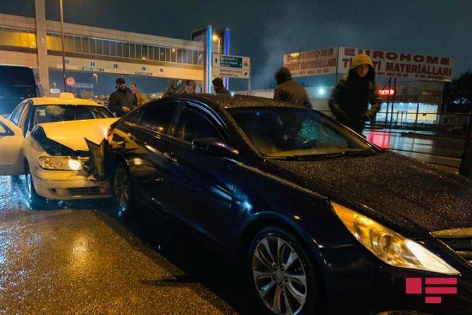 Bakıda 7 avtomobil bir-birinə dəydi: yaralılar var - FOTO + VİDEO, fotoşəkil-4