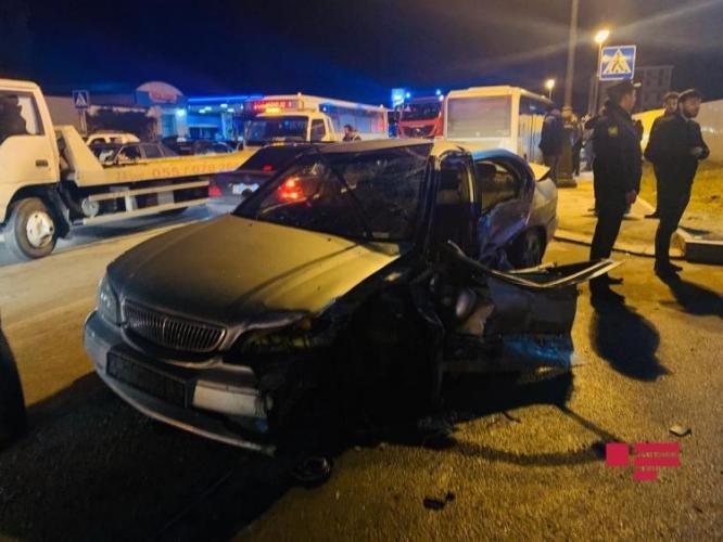 Bakıda qadın sürücünün səhvi: 4 avtomobil toqquşdu - FOTO + VİDEO, fotoşəkil-2