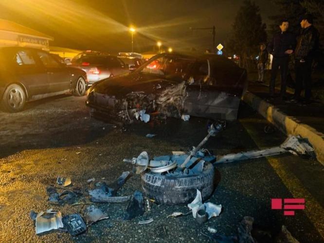 Bakıda qadın sürücünün səhvi: 4 avtomobil toqquşdu - FOTO + VİDEO, fotoşəkil-3