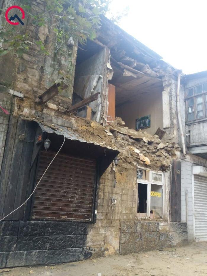 Bakının mərkəzində bina dağıldı - FOTO + VİDEO, fotoşəkil-1