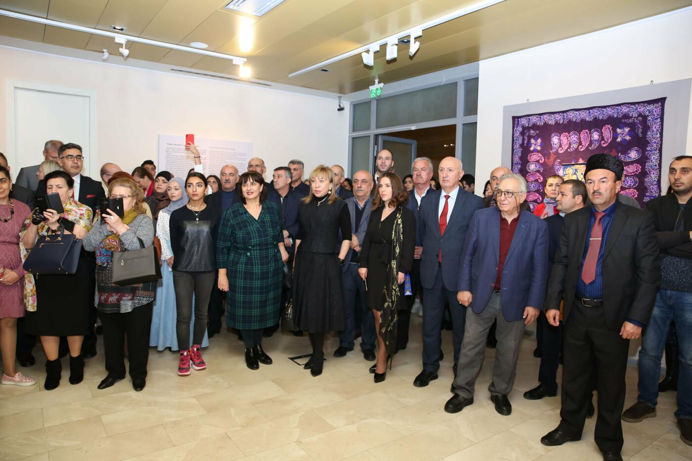 Bakıda batika və kəlağayı sərgisi açıldı - FOTO, fotoşəkil-28