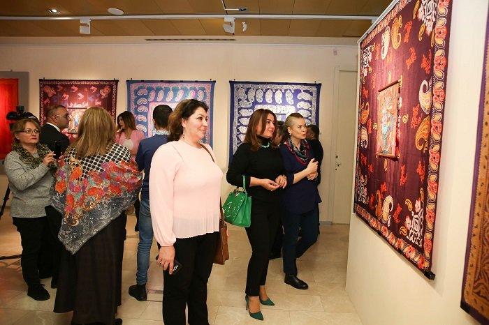 Bakıda batika və kəlağayı sərgisi açıldı - FOTO, fotoşəkil-20