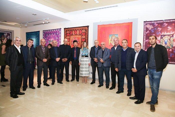 Bakıda batika və kəlağayı sərgisi açıldı - FOTO, fotoşəkil-24