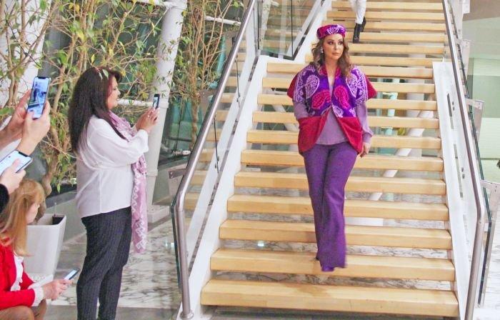 Gülnarə Xəlilovanın kəlağayıdan ibarət geyim kolleksiyasının təqdimatı - FOTO, fotoşəkil-8