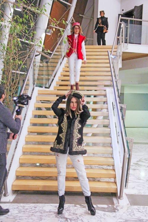 Gülnarə Xəlilovanın kəlağayıdan ibarət geyim kolleksiyasının təqdimatı - FOTO, fotoşəkil-9