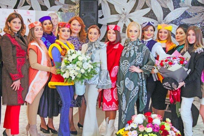 Gülnarə Xəlilovanın kəlağayıdan ibarət geyim kolleksiyasının təqdimatı - FOTO, fotoşəkil-22
