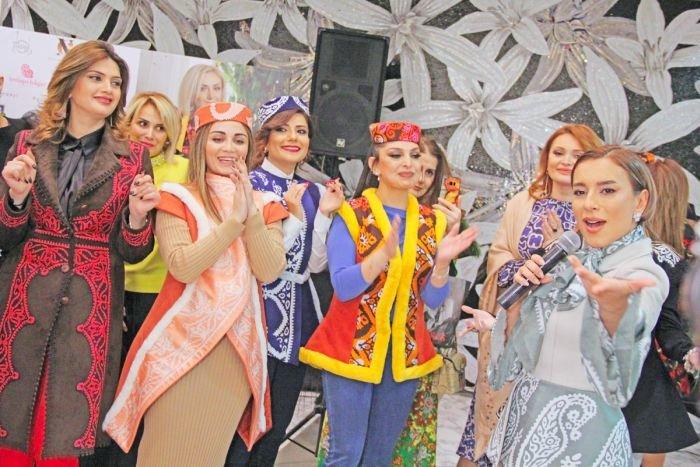 Gülnarə Xəlilovanın kəlağayıdan ibarət geyim kolleksiyasının təqdimatı - FOTO, fotoşəkil-24
