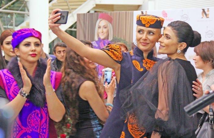 Gülnarə Xəlilovanın kəlağayıdan ibarət geyim kolleksiyasının təqdimatı - FOTO, fotoşəkil-25