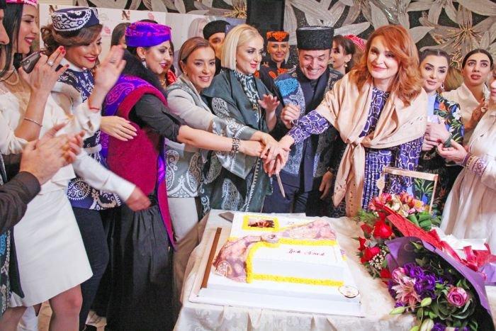Gülnarə Xəlilovanın kəlağayıdan ibarət geyim kolleksiyasının təqdimatı - FOTO, fotoşəkil-30