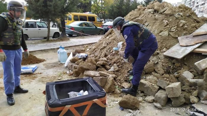 Bakıda binanın zirzəmisində top mərmisi tapıldı - FOTO , fotoşəkil-4