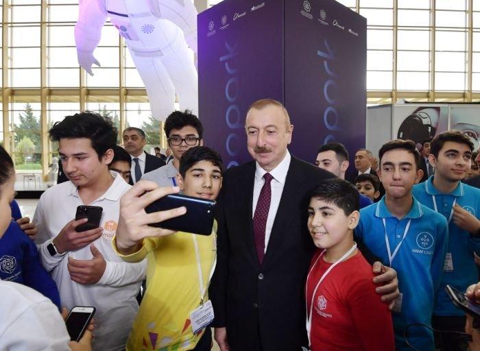 """İlham Əliyev və Mehriban Əliyeva """"Bakutel"""" sərgisində - FOTO, fotoşəkil-14"""