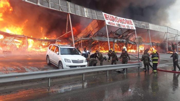 Bakıda tikinti bazarında yanğın söndürüldü: ilkin səbəbi açıqlandı - YENİLƏNİB + FOTO/VİDEO, fotoşəkil-14