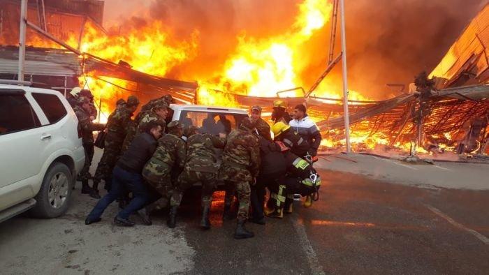 Bakıda tikinti bazarında yanğın söndürüldü: ilkin səbəbi açıqlandı - YENİLƏNİB + FOTO/VİDEO, fotoşəkil-13