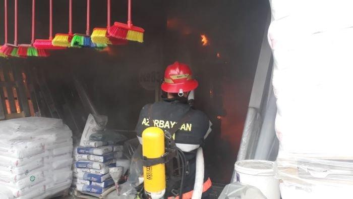 Bakıda tikinti bazarında yanğın söndürüldü: ilkin səbəbi açıqlandı - YENİLƏNİB + FOTO/VİDEO, fotoşəkil-11