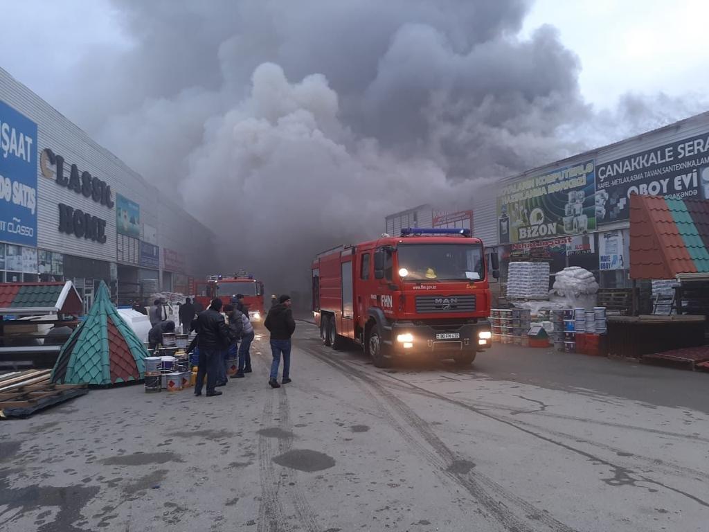Bakıda tikinti bazarında yanğın söndürüldü: ilkin səbəbi açıqlandı - YENİLƏNİB + FOTO/VİDEO, fotoşəkil-1