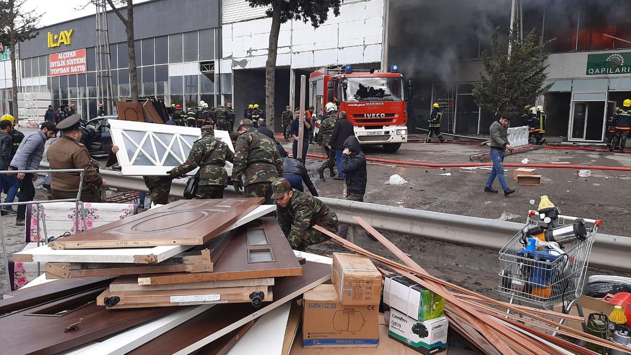 Bakıda tikinti bazarında yanğın söndürüldü: ilkin səbəbi açıqlandı - YENİLƏNİB + FOTO/VİDEO, fotoşəkil-6