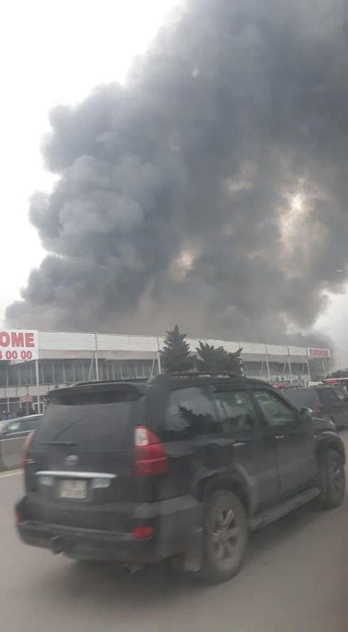 Bakıda tikinti bazarında yanğın söndürüldü: ilkin səbəbi açıqlandı - YENİLƏNİB + FOTO/VİDEO, fotoşəkil-19