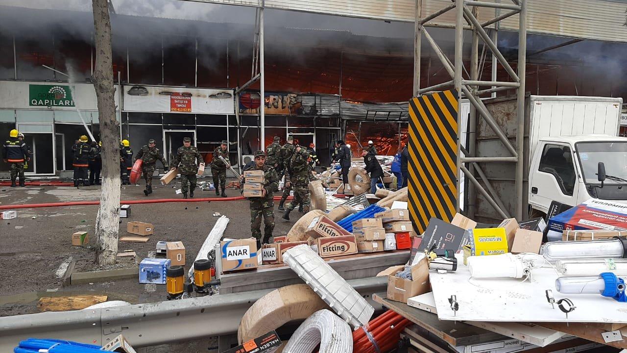 Bakıda tikinti bazarında yanğın söndürüldü: ilkin səbəbi açıqlandı - YENİLƏNİB + FOTO/VİDEO, fotoşəkil-7