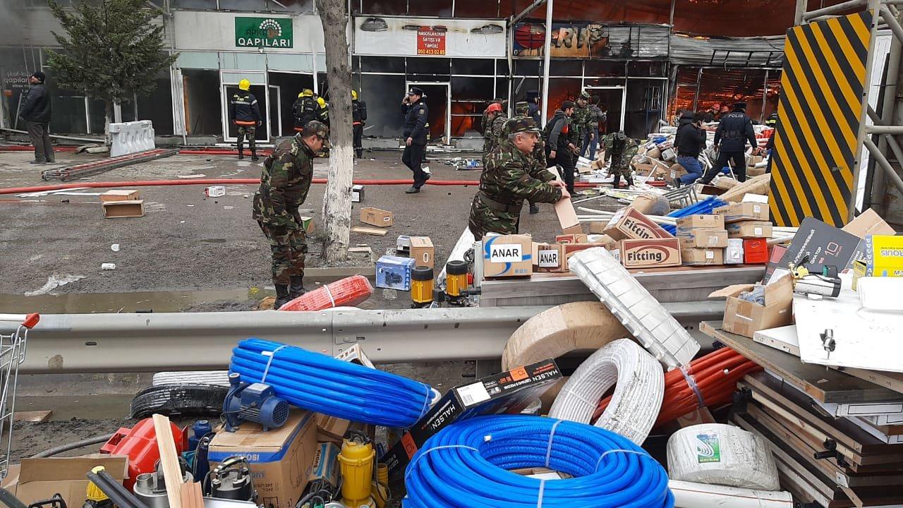 Bakıda tikinti bazarında yanğın söndürüldü: ilkin səbəbi açıqlandı - YENİLƏNİB + FOTO/VİDEO, fotoşəkil-8