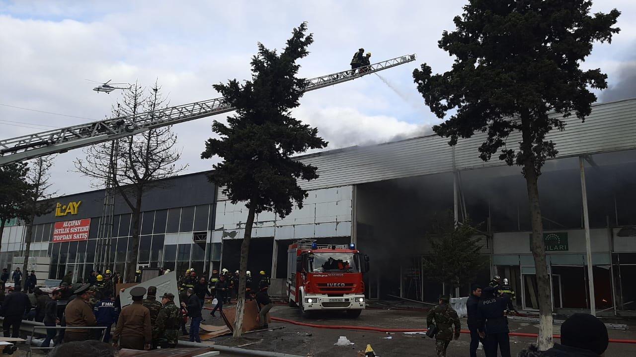 Bakıda tikinti bazarında yanğın söndürüldü: ilkin səbəbi açıqlandı - YENİLƏNİB + FOTO/VİDEO, fotoşəkil-9