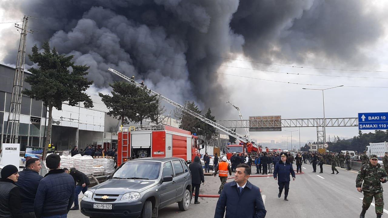 Bakıda tikinti bazarında yanğın söndürüldü: ilkin səbəbi açıqlandı - YENİLƏNİB + FOTO/VİDEO, fotoşəkil-10
