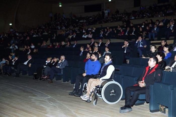 Bakıda əlilliyi olan sənətkarların iştirakı ilə rəqs və musiqi qala tədbiri keçirilib - FOTO, fotoşəkil-10