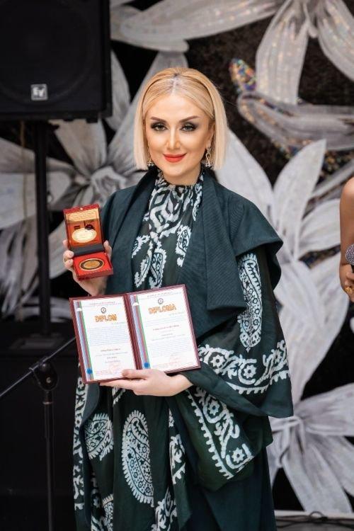 """Gülnarə Xəlilova """"Avropa Nəşr Mətbuat Evi""""nin qızıl medalı ilə təltif edilib - FOTO, fotoşəkil-2"""