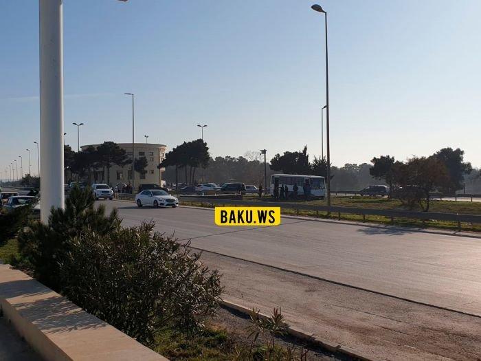 Bakı-Sumqayıt yolunda avtobus qəzası: yaralılar var - FOTO, fotoşəkil-1