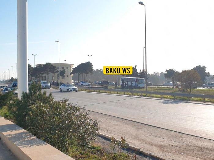 Bakı-Sumqayıt yolunda avtobus qəzası: yaralılar var - FOTO, fotoşəkil-3