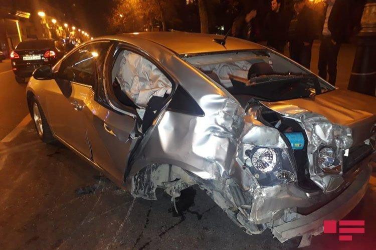 Bakıda 3 avtomobil toqquşdu: yaralı var - FOTO + VİDEO, fotoşəkil-1