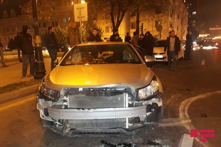 Bakıda 3 avtomobil toqquşdu: yaralı var - FOTO + VİDEO, fotoşəkil-2