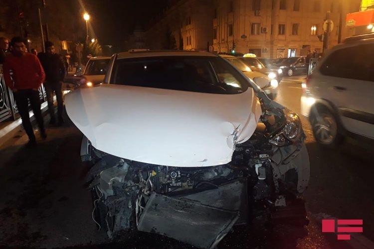 Bakıda 3 avtomobil toqquşdu: yaralı var - FOTO + VİDEO, fotoşəkil-5