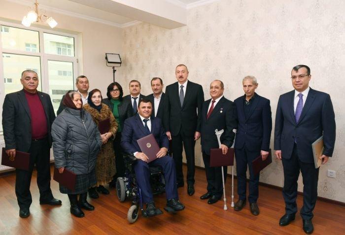 İlham Əliyev Bakıda Qarabağ müharibəsi əlillərinə mənzil verdi - FOTO, fotoşəkil-12