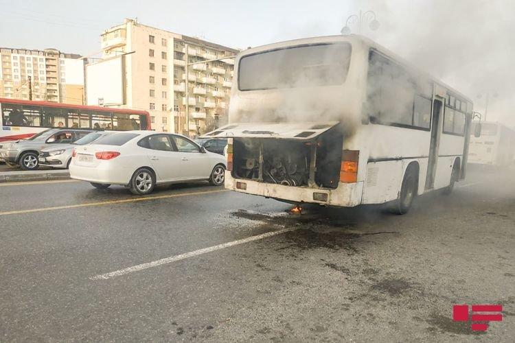 Bakıda sərnişinlə dolu avtobus yanıb - FOTO + VİDEO, fotoşəkil-1
