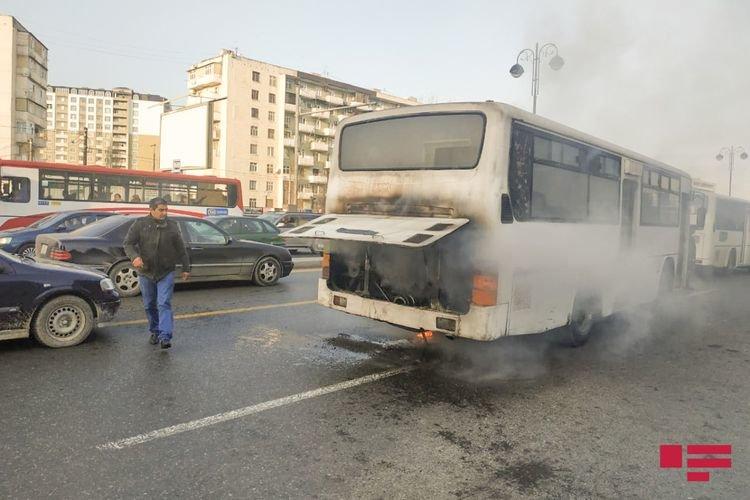 Bakıda sərnişinlə dolu avtobus yanıb - FOTO + VİDEO, fotoşəkil-2