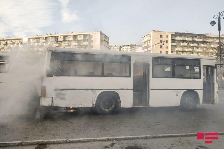 Bakıda sərnişinlə dolu avtobus yanıb - FOTO + VİDEO, fotoşəkil-3