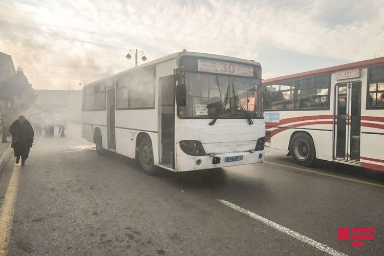Bakıda sərnişinlə dolu avtobus yanıb - FOTO + VİDEO, fotoşəkil-4