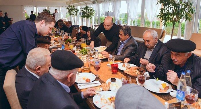 """""""Sea Breeze Resort""""dan qocalar evinin sakinləri üçün Yeni il möcüzəsi - FOTO, fotoşəkil-18"""
